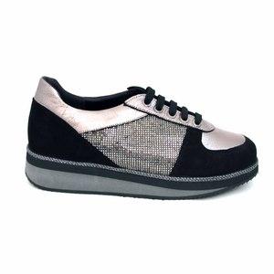 Ботинки (36-39)-на серой  подошве, серебристая вставка на пятке и носке, сбокумелкие камешки чёрный замша 152-5038